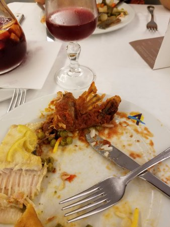 Aqua Hotel Bertran Park: Bony rabbit and bony fish!