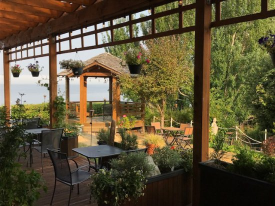 Camano Island, WA: View of dining area