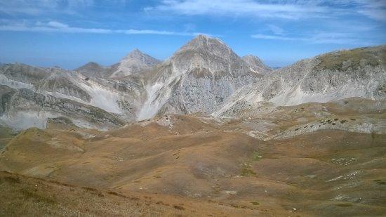 Assergi, Italie : PANORAMI MAIUSCOLI