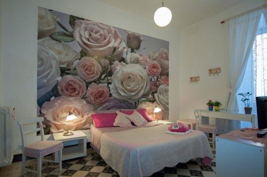 Tavoli Sedie Sgabelli.Roses Dotazioni Armadio Tavolo Sedie Sgabelli
