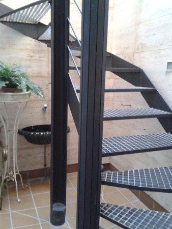 Alexandra Aparthotel : Acceso a la piscina