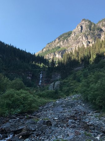 Bear Creek Falls: Perspective picture with mountain in the background