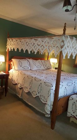 1875 Homestead Bed and Breakfast: Maple Room