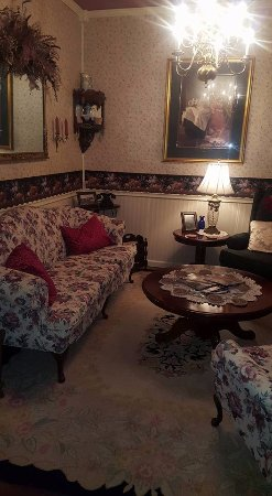1875 Homestead Bed and Breakfast: common area