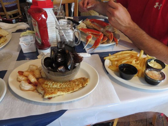 Rusty Anchor Restaurant: fishermans choice and best legs in town in the background