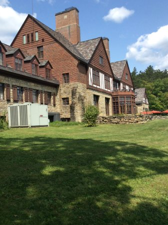 Allegany State Park: Administration Building at Red House Lake