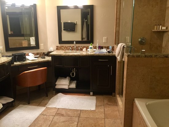 Waldorf Astoria Park City: Our beautiful suite during our honeymoon stay.
