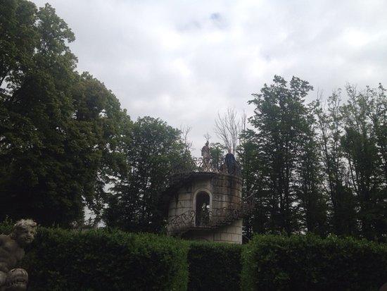 Стра, Италия: La torretta del labirinto nel parco di villa Pisani