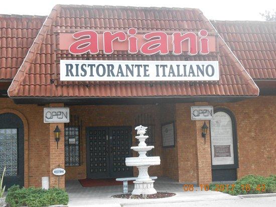 Ariani Restaurant & Lounge: entrance