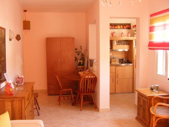 Myrties, اليونان: Nera Apartment - Living Room Area