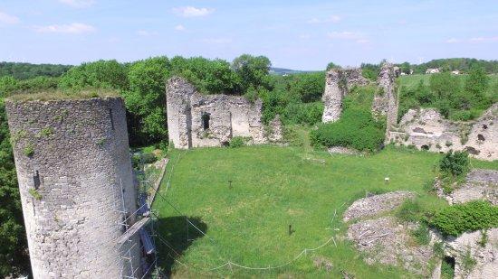 Blamont, فرنسا: Château médiéval de Blâmont - Vue des tours et du donjon