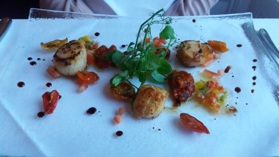 Minchinhampton, UK: superb scallop starter