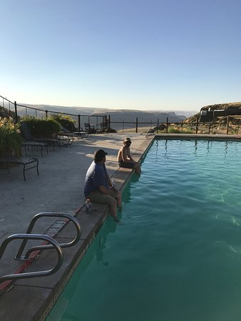 Quincy, WA: awesome views. Friday evening empty Pool. Sweet.