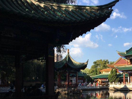 Green Lake (Cui Hu): Lovely pagodas and ponds