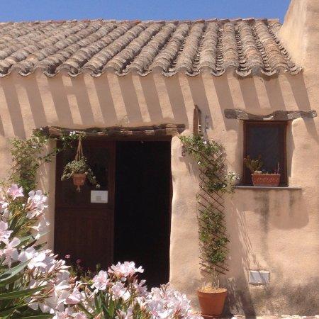 Tratalias, Itália: Laboratorio di lavorazione e tessitura del lino e del bisso, a cura di Arianna Pintus