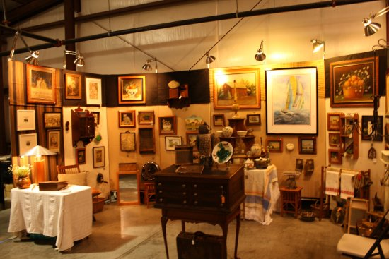 Shenandoah Antiques Expo: One of the many outstanding inside booths.