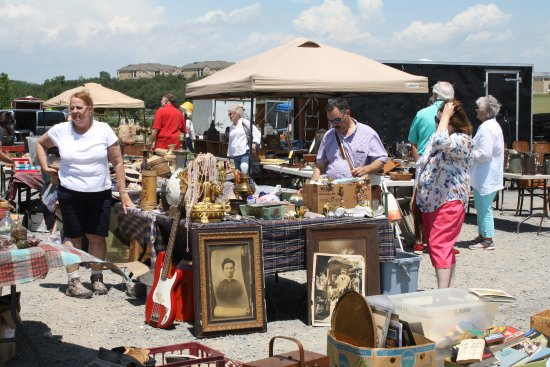 Shenandoah Antiques Expo: An outside booth - one of over a hundred.