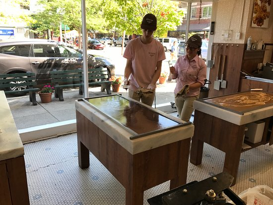 Saugatuck, MI: Butler Street Chocolate Shop