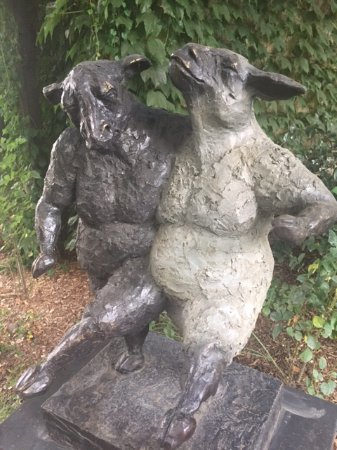 Harvest Inn by Charlie Palmer: One of many sculptures