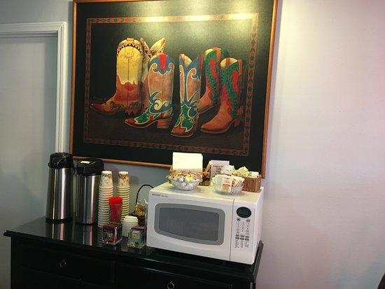 Alpine Motel: Office, Microwave, Coffees, Etc