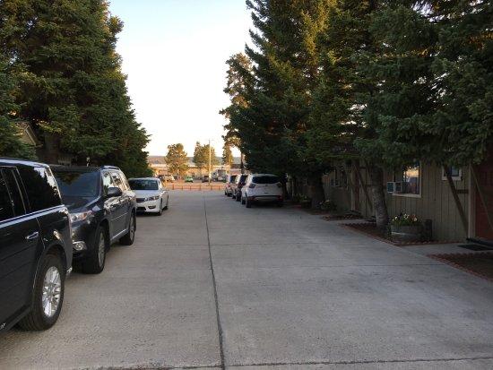 Alpine Motel: Parking next to your Unit