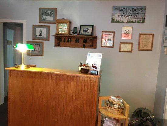 Alpine Motel: Front Desk