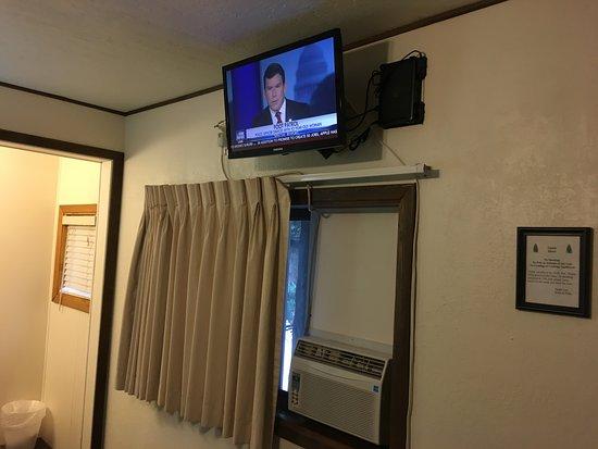 Alpine Motel: New TV!