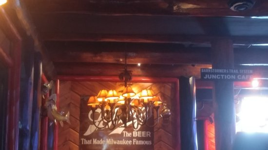 Shorewood, วิสคอนซิน: Rustic chandelier