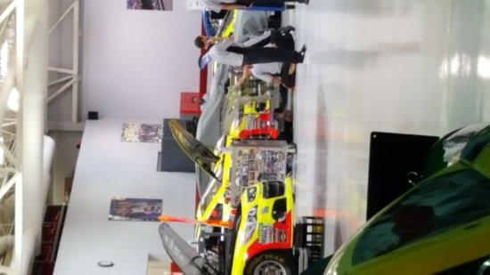 Hendrick motorsports complex charlotte nc top tips for Charlotte motor speedway condo rental