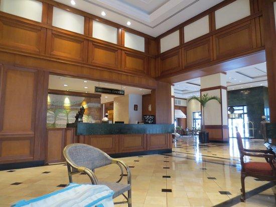 Oro Verde Guayaquil: Lobby - concierge desk.
