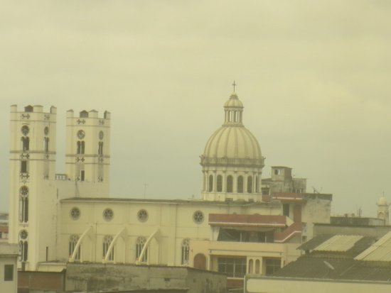 Oro Verde Guayaquil: Cathedral of Guayquil - zoomed but visible from room