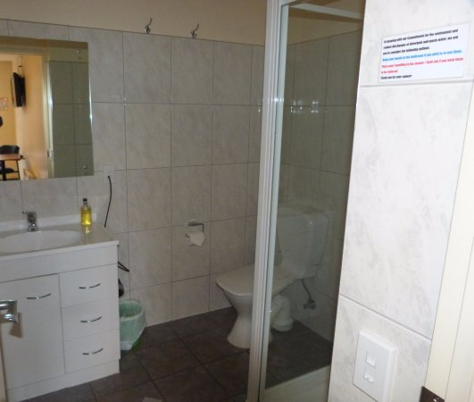 Greymouth, New Zealand: Ensuite Bathroom in a studio unit