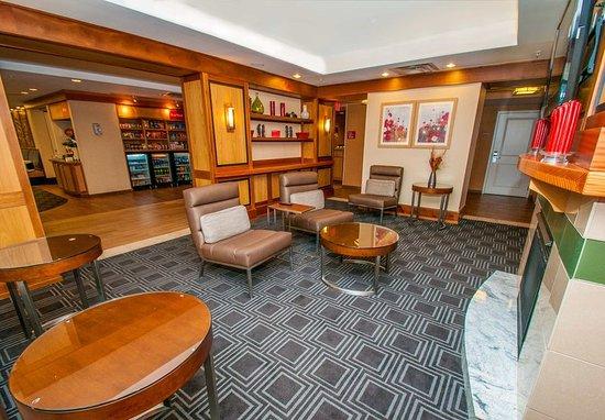 Moosic, PA: Lobby - Sitting Area