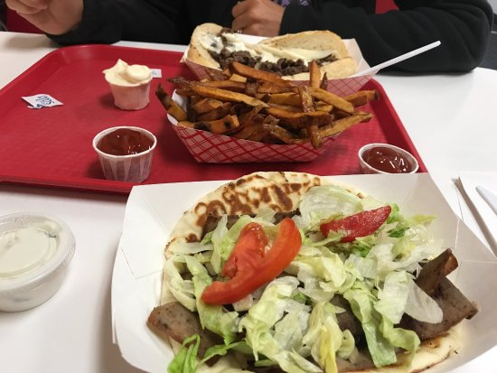 Peoria, IL: Fantastic lunch!! I had the Gyro and my friend Philly Steak sandwich with fries to share...