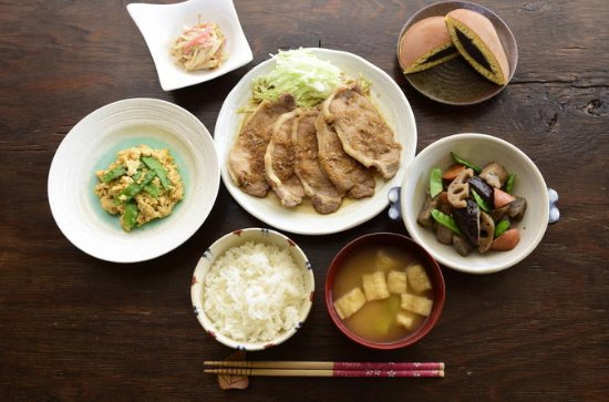 Unique private cooking class with a Tokyo local