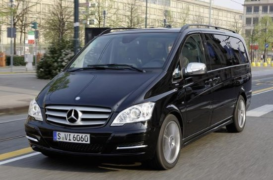 Disneyland Paris Private Transfer to Paris City in Luxury Van
