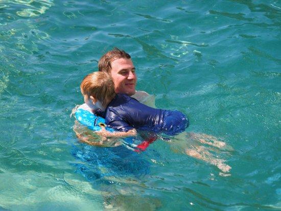 بريك فري أليكساندرا بيتش: swimming snuggles