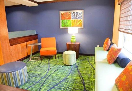 East Peoria, IL: Lobby Sitting Area