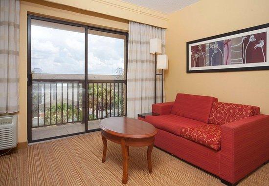 Valdosta, GA: King Suite - Living Area