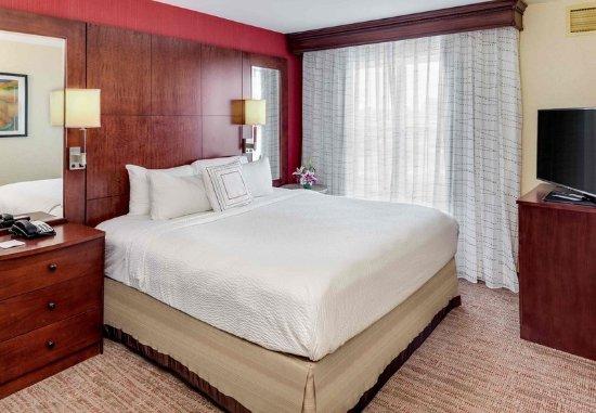 Auburn, ME: Two Bedroom Suite