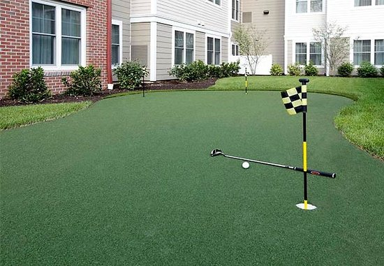 Residence Inn by Marriott Yonkers Westchester County: Putting Green
