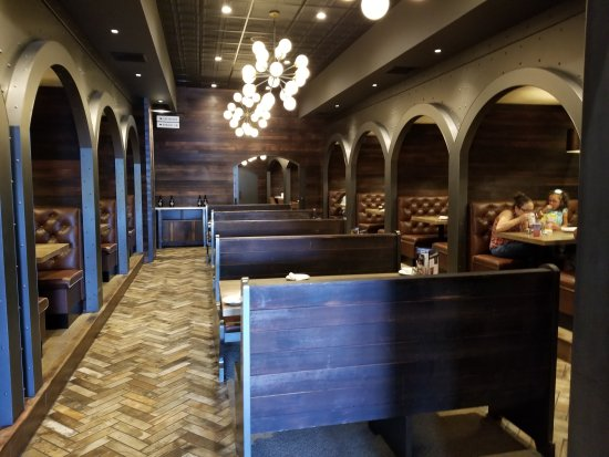 Newington, CT: Wood-n-Tap Bar & Grill