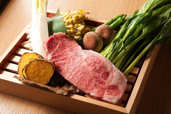 The Marcus Square Kobe Teppanyaki Zensou: 様々な食材をお楽しみいただけます。