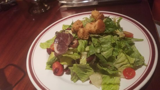Mike's American Grill: side salad