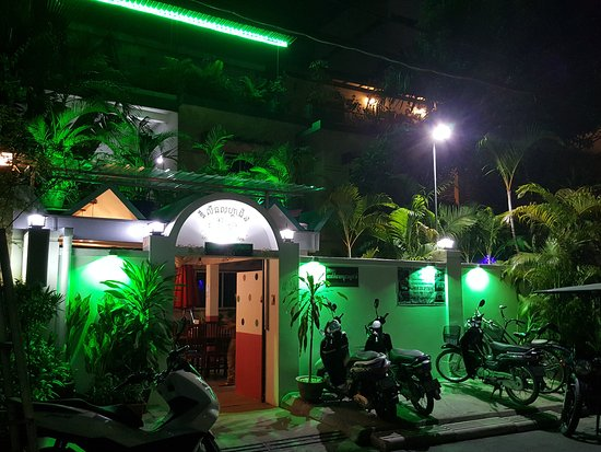 The Little Garden Boutique Hotel: Front at Night