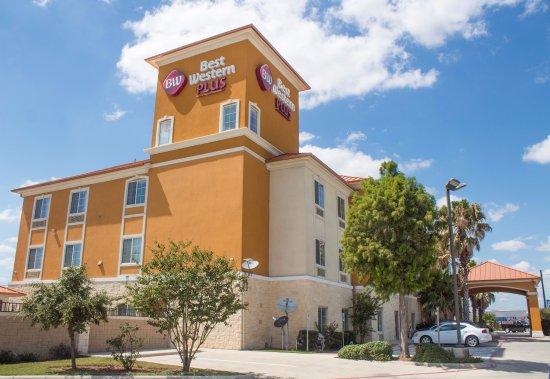 Best Western Plus San Antonio East Inn & Suites: Hotel Exterior