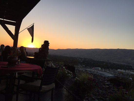 Ernie's Steakhouse: Sunset over the Lewiston, Clarkston Valley August 26, 2017
