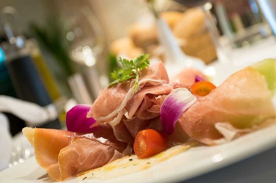 Truffles Bar & Ristorante: Proscuitto & Melone - Try this appetizer you will love it