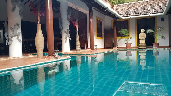 Little Siolim: Pool from the entrance