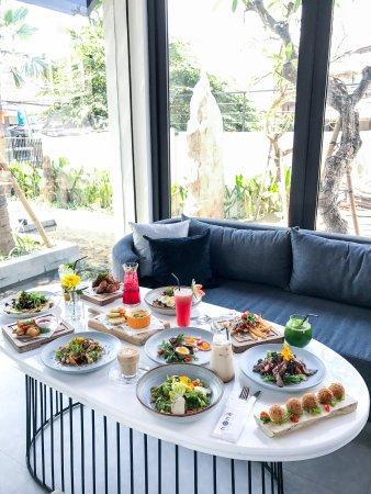 None Kitchen & Lounge: getlstd_property_photo